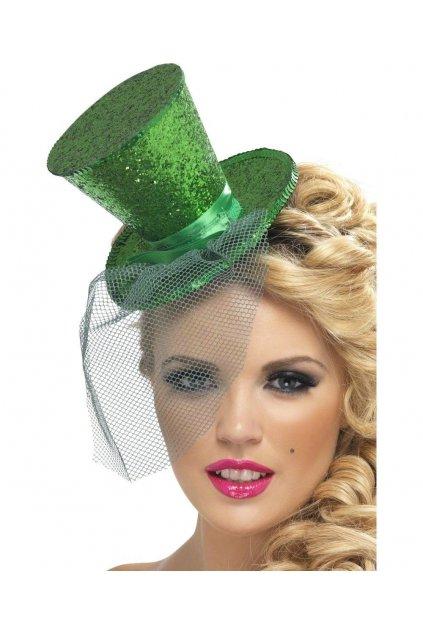 Zelený klobouček na čelence
