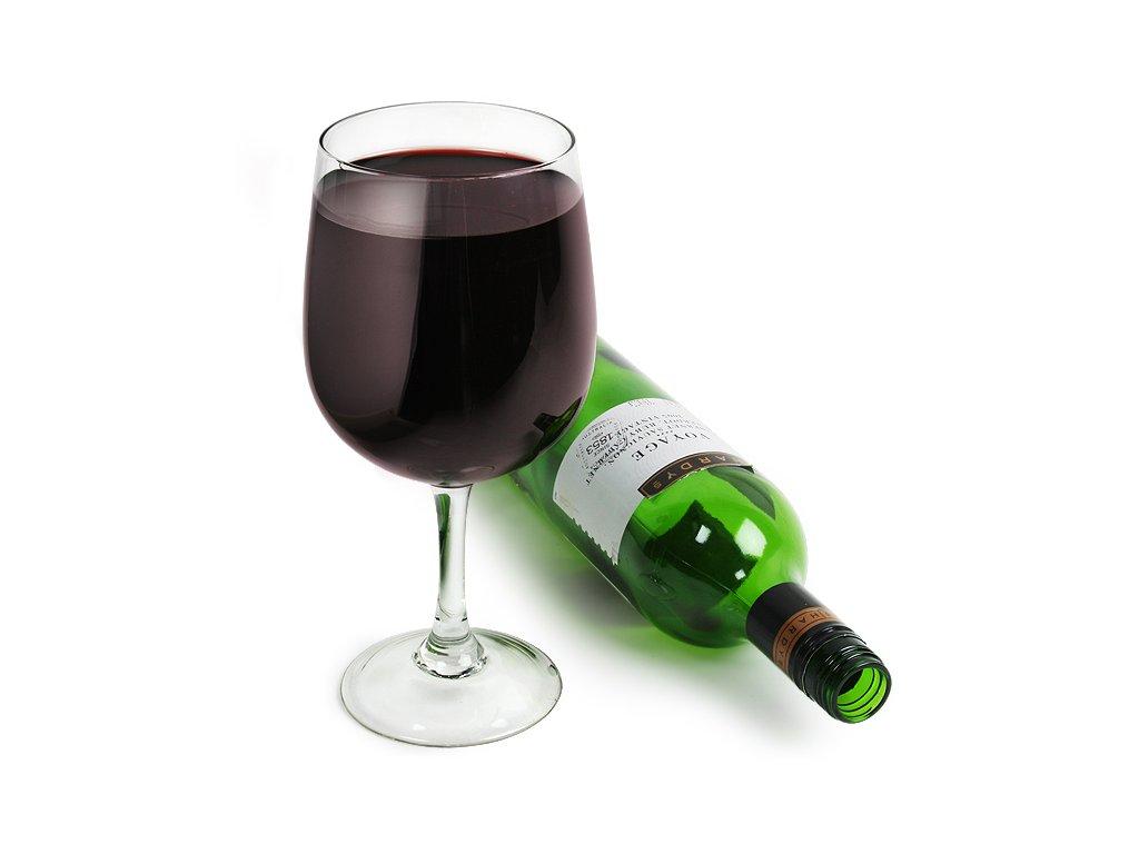 Vínová fľaša v jednom pohári