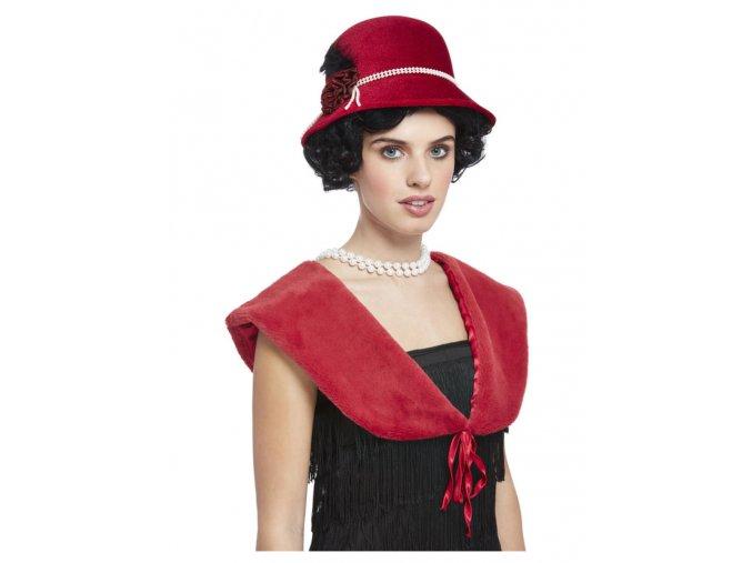 Červený kožíšek a klobouk 20. léta
