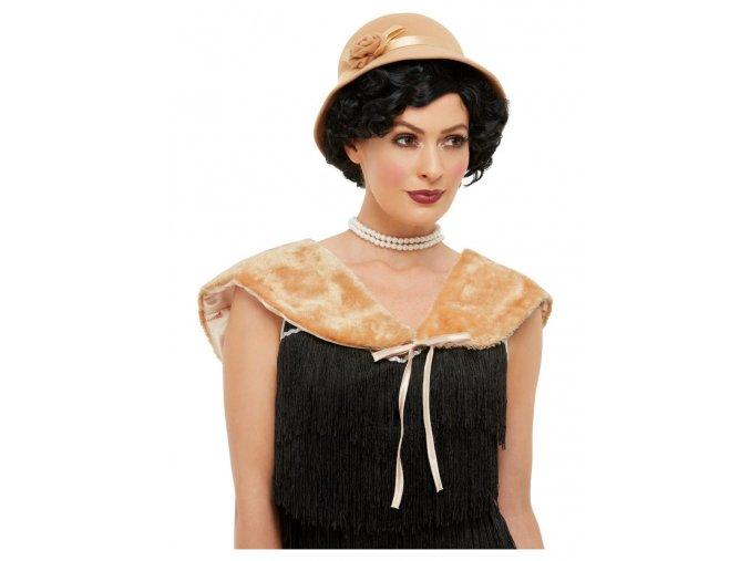 Béžový kožíšek a klobouk 20. léta