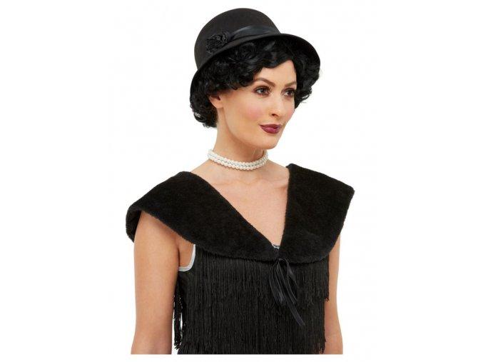 Černý kožíšek a klobouk 20. léta