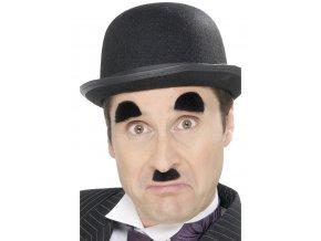 Charlie Chaplin knírek a obočí