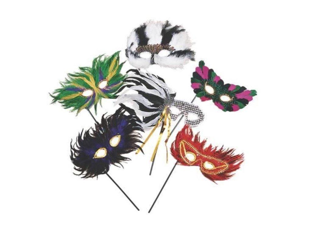 Maska - škraboška s peřím na hůlce