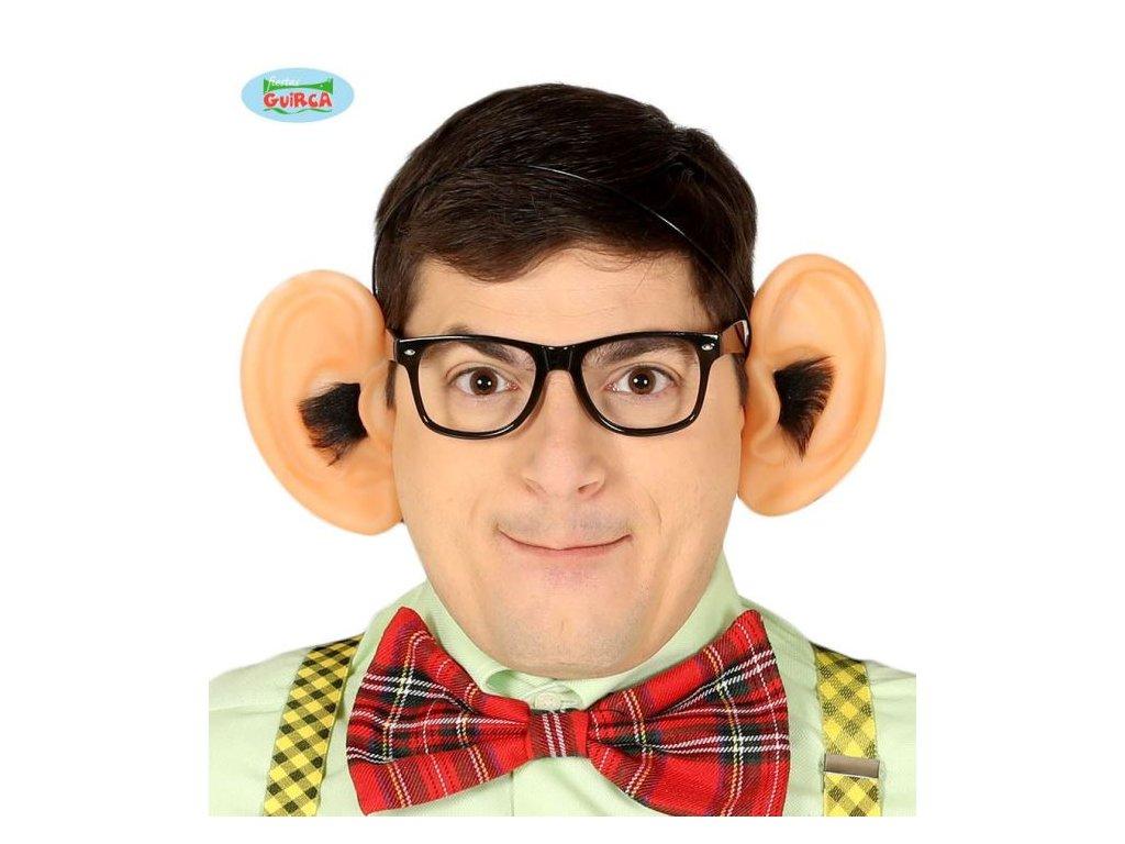 Velké chlupaté uši na čelence