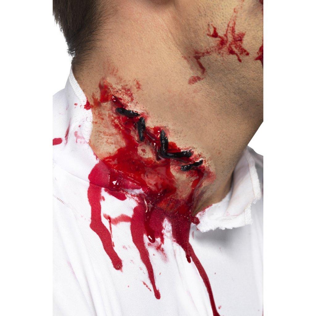 Umělé zranění jizva se stehy