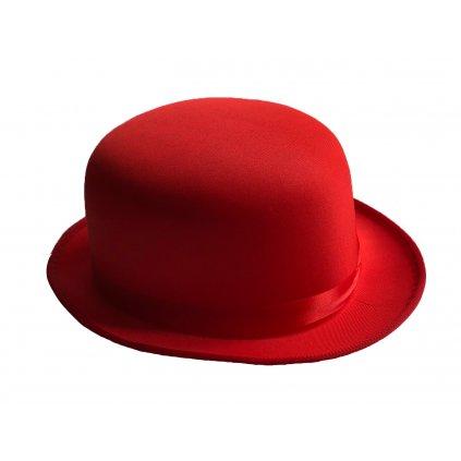 červený klobouk buřinka