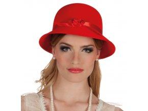 Červený retro klobouk dáma z 30. let