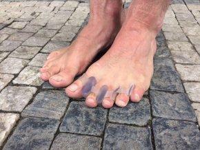 Rovnače prstů k botám