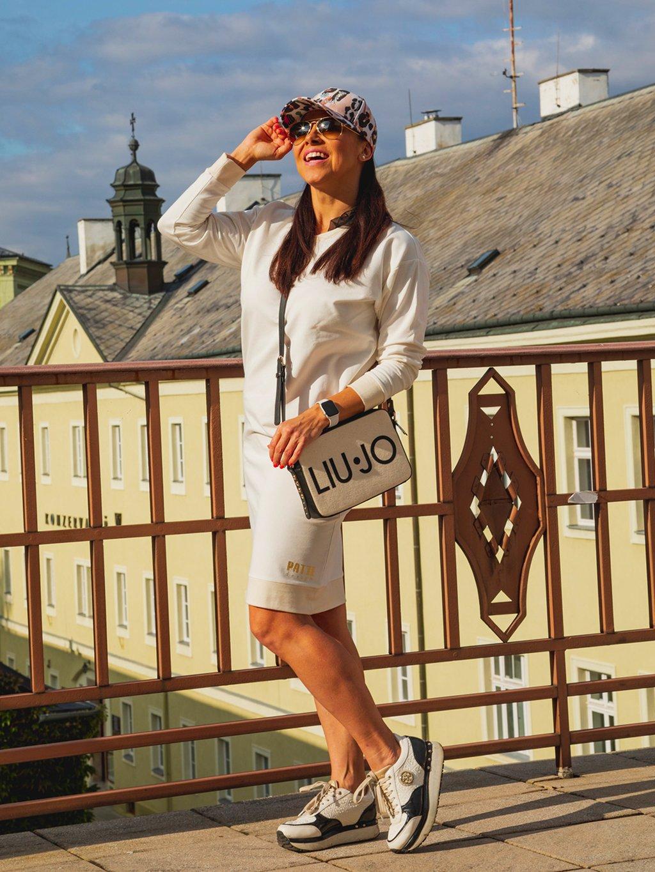 Teplákové šaty s dlouhým rukávem Patte Snow, bílé