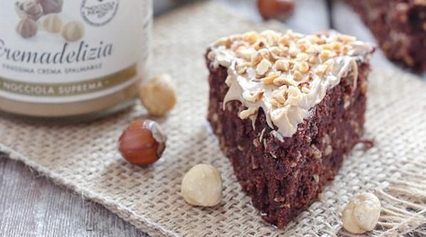 Koláč z červené řepy a lískových ořechů (veganský)