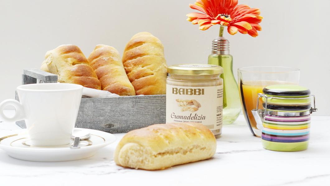Sladké vídeňské rohlíčky s Cremadelizia z piniových ořechů