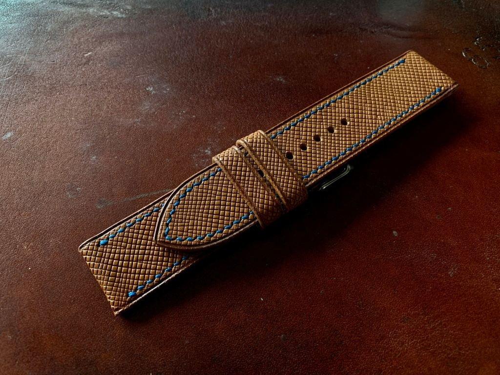 Kožený řemínek Apple Watch prošívaný - Epsom Gold