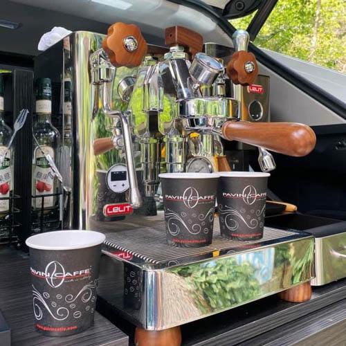 Kávovar v autě?