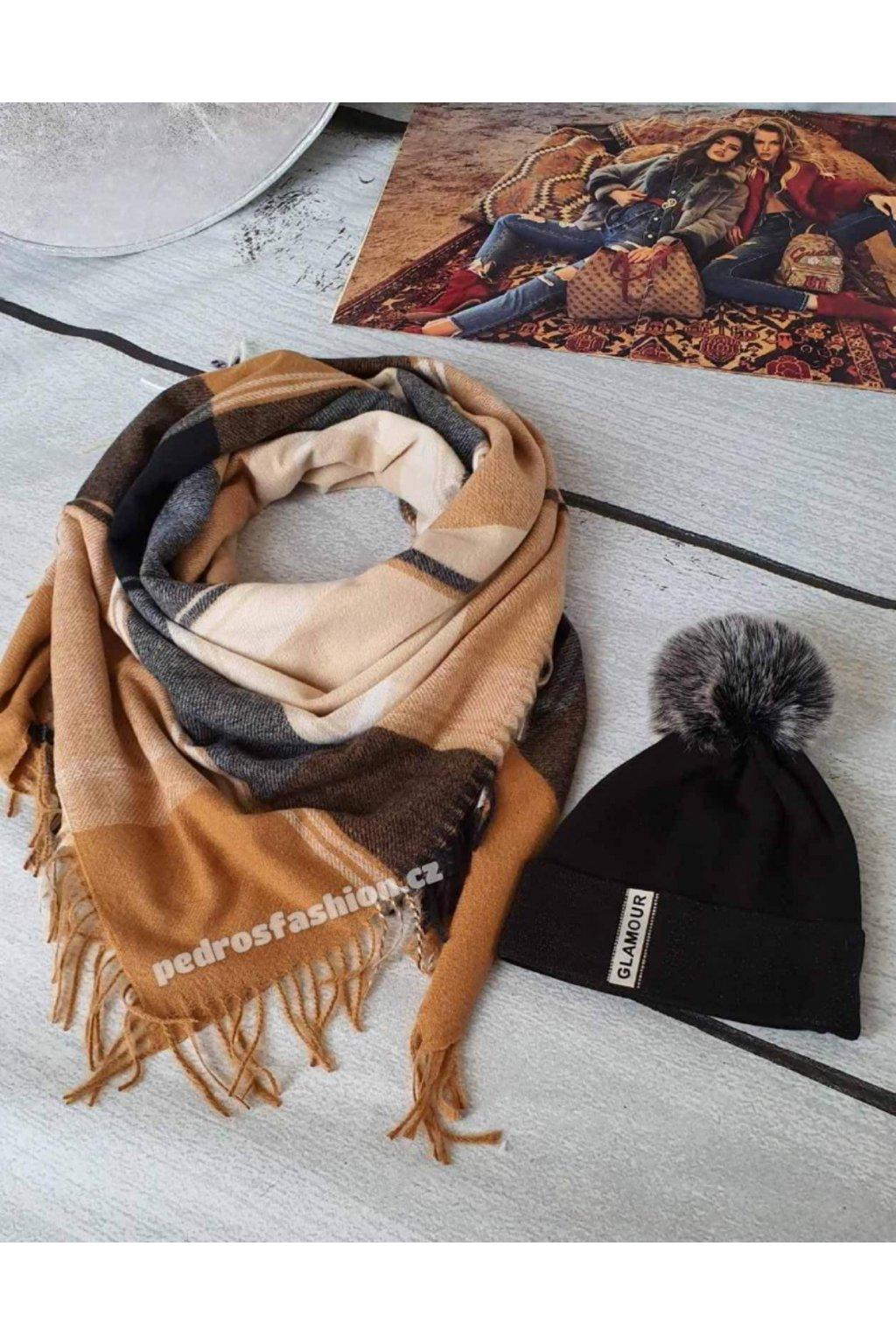 Sladěný set čepice a šátku v kombinaci hnědé, béžové a černé barvy