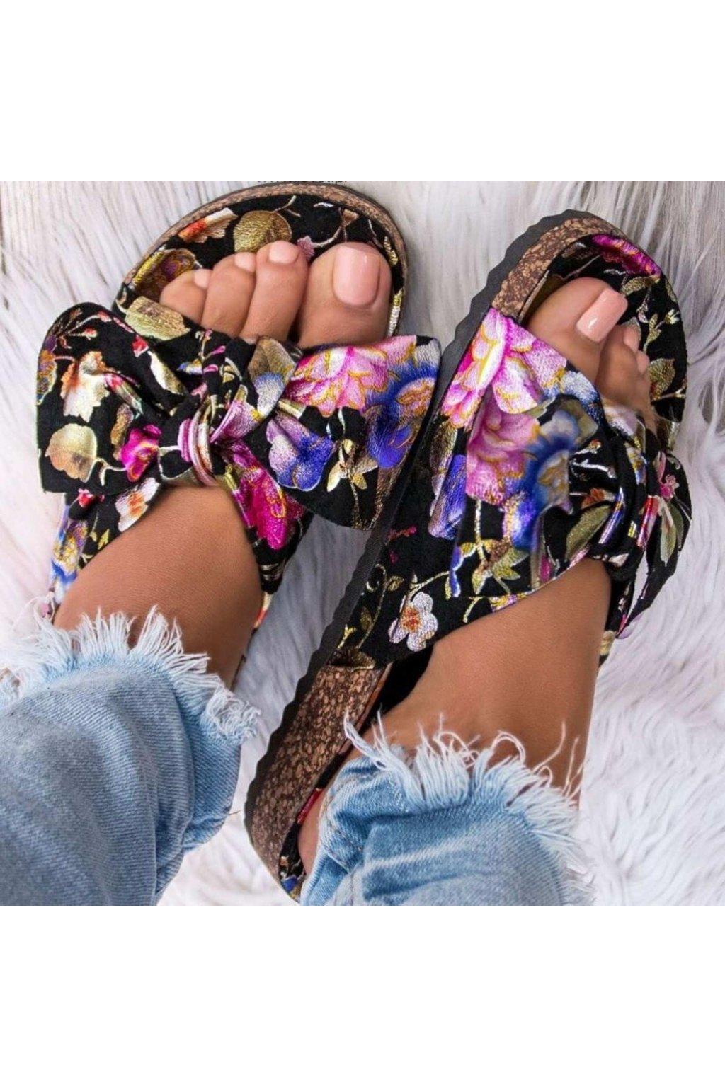 Pantofle Bailey s květinovým vzorem