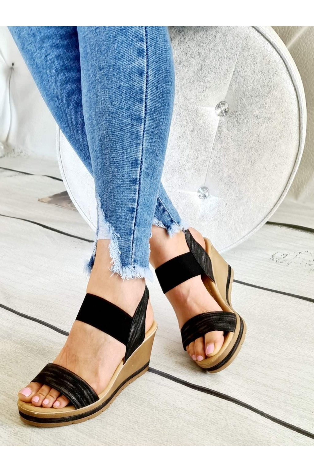 Pretty na klínku černé letní obuv lehká pohodlná