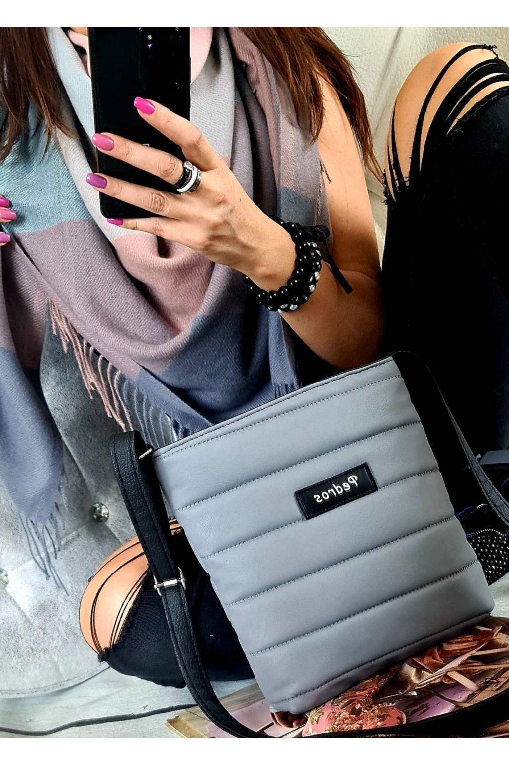 sladěný set kabelky crossbody a maxišátku dárkový set šedý