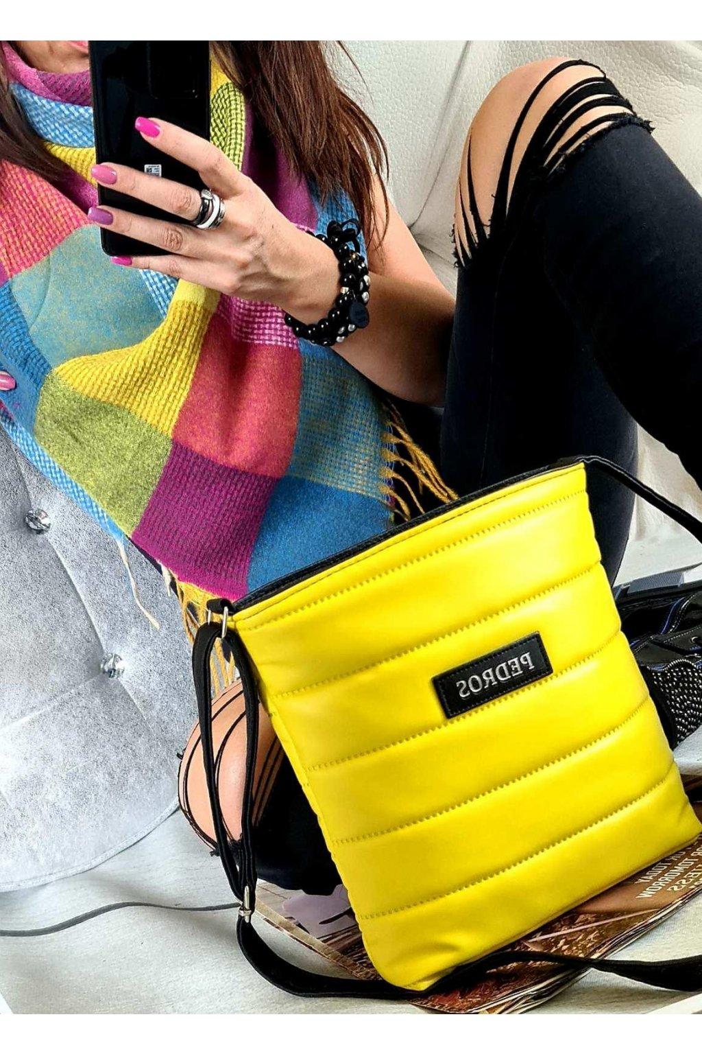 sladěný set kabelky crossbody a maxišátku dárkový set žlutý