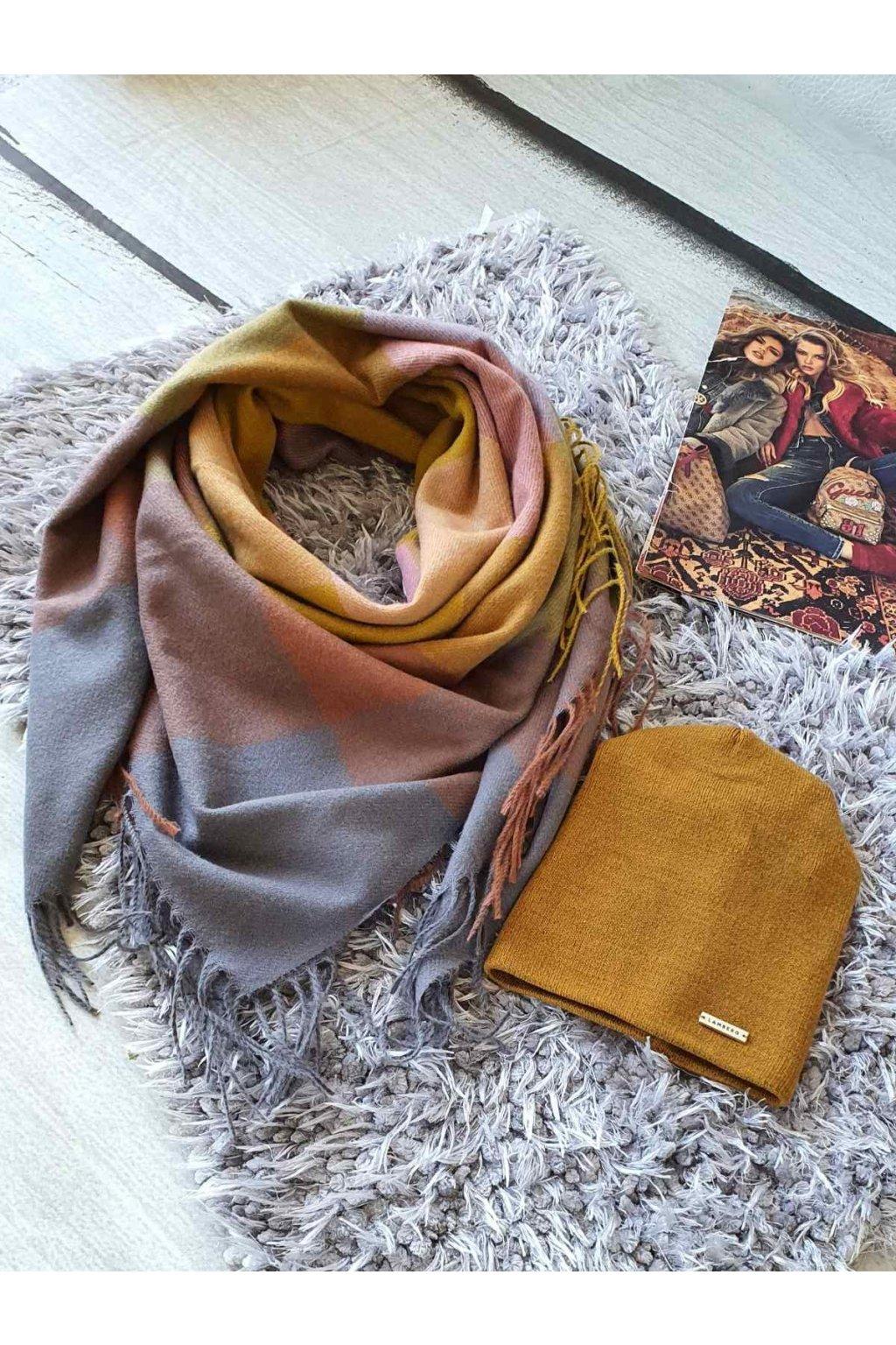 sladěný set kabelky a šátku v hořčicové barvě tip na dárek vánoce