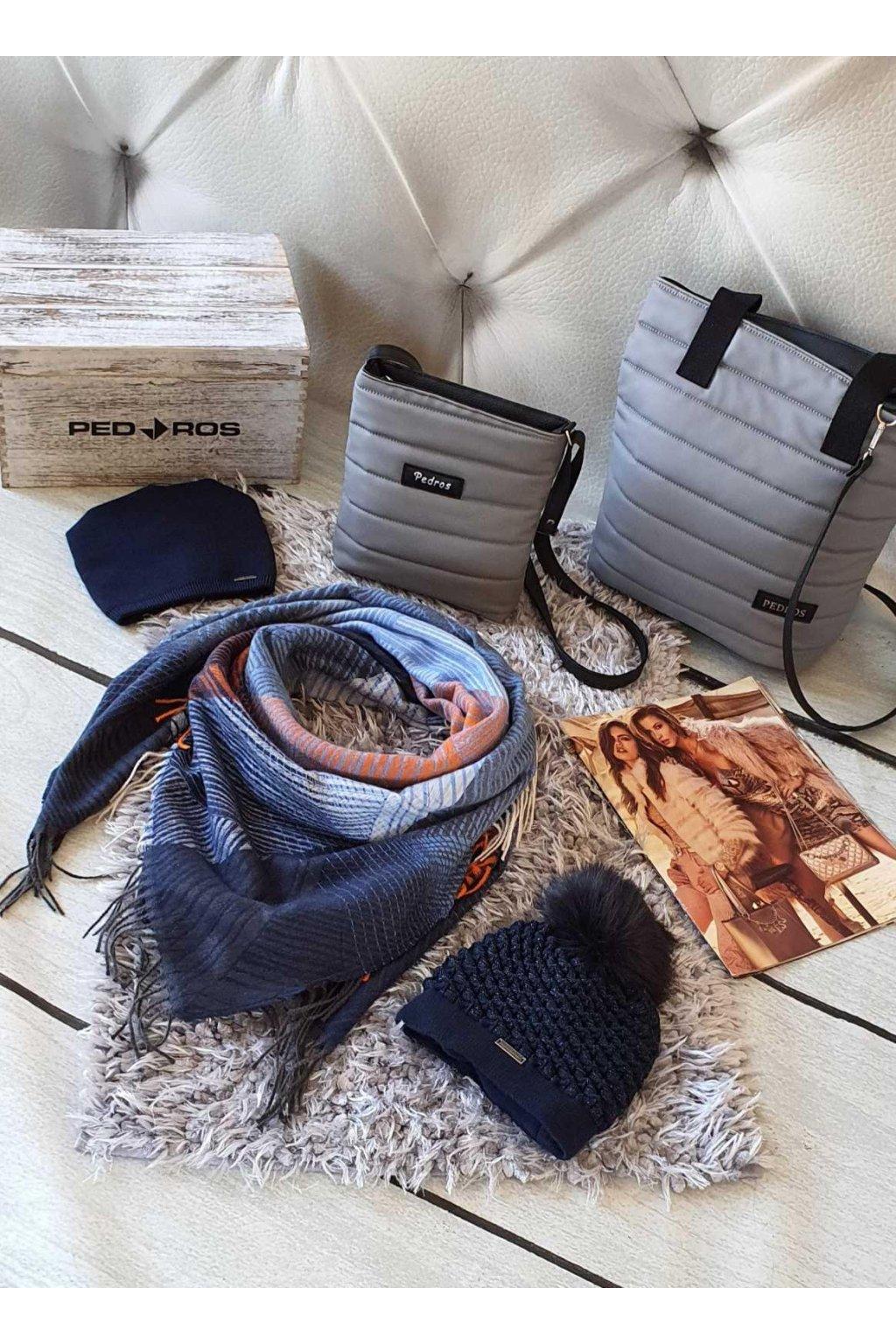Sladěný set kabelek, šátku a čepice