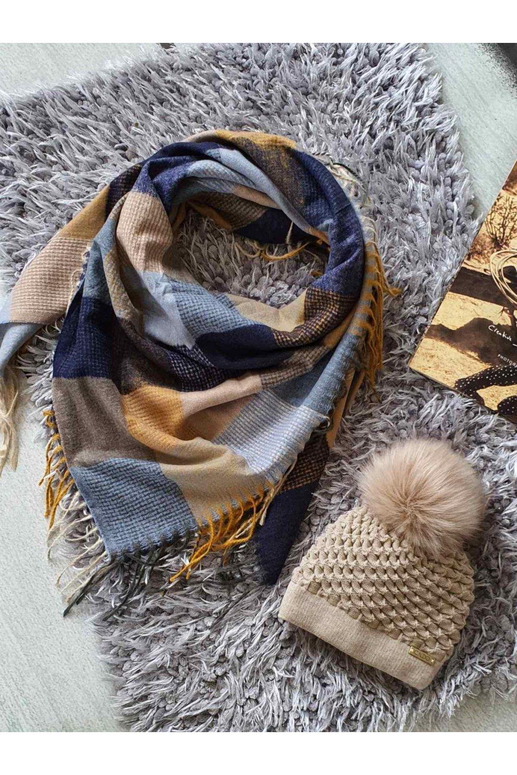 sladěný set čepice a maxi šátku modrobéžové tip na dárek k vánocům