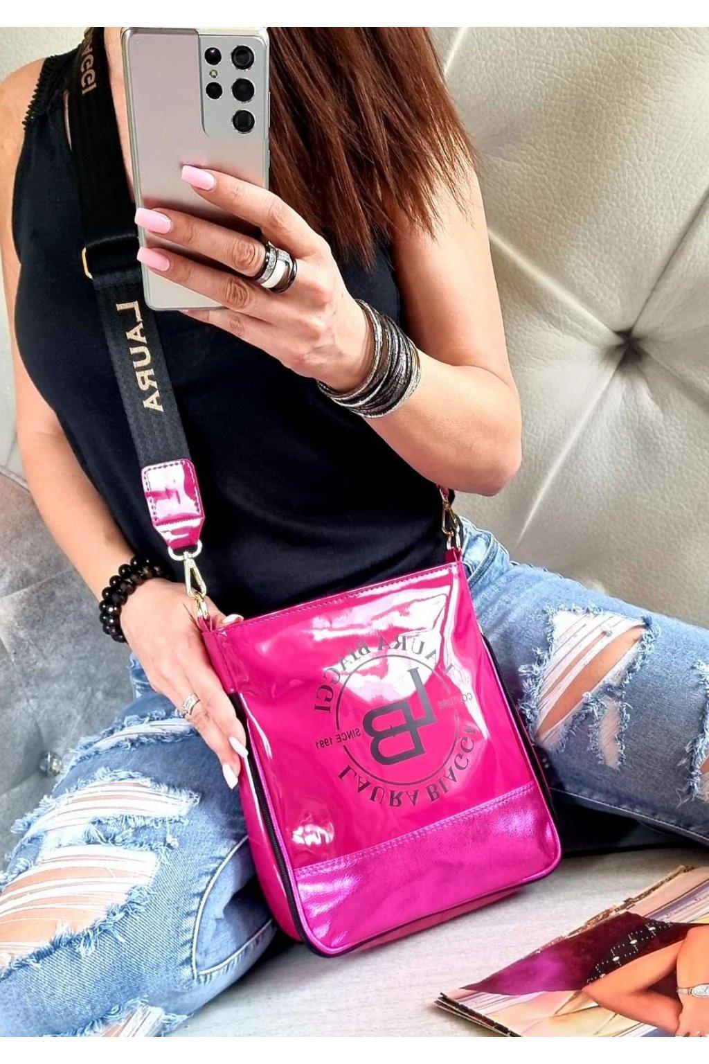 Laura Biaggi značková kabelka luxusní trendy crossbody růžová salvie top design