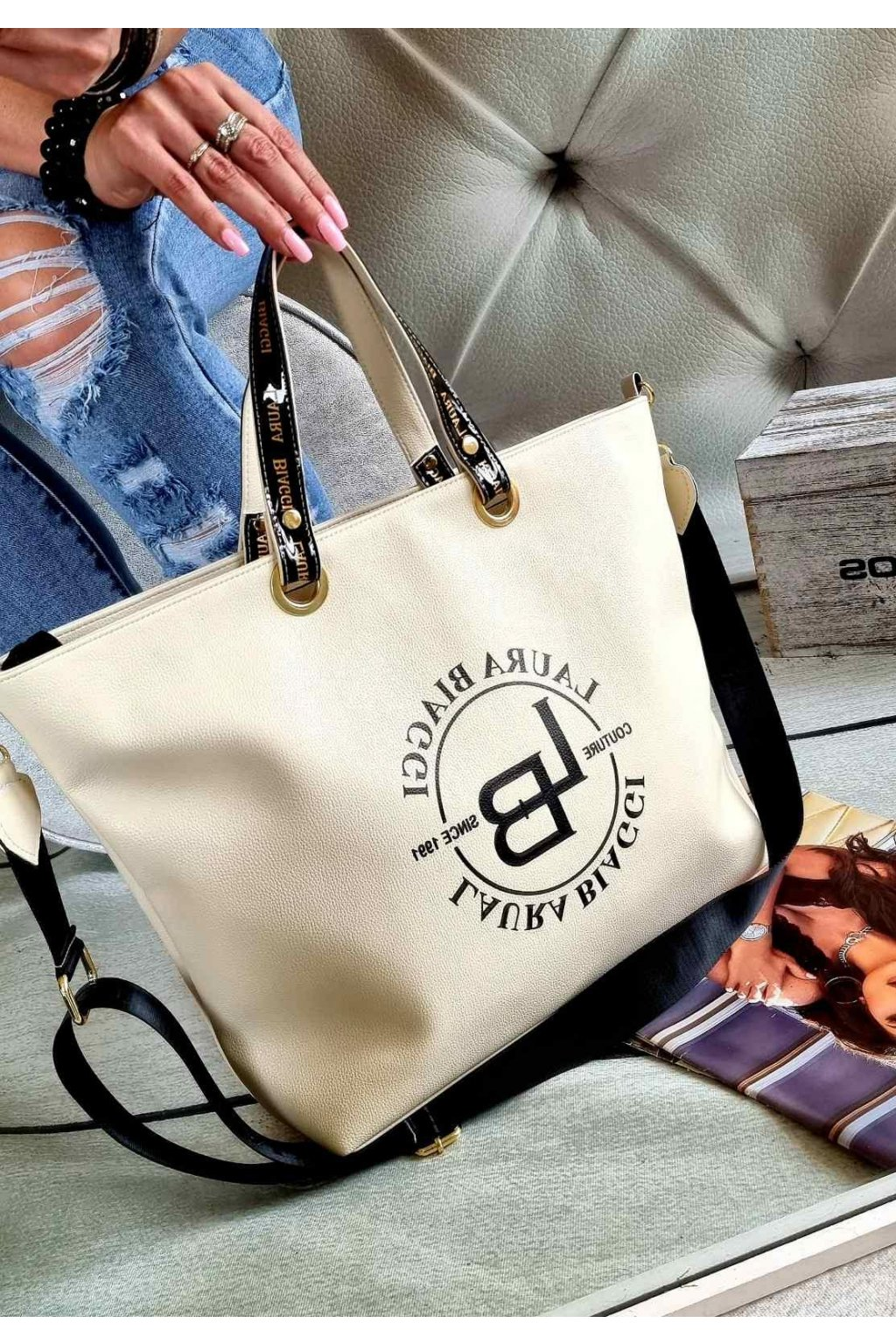 Laura Biaggi značková kabelka luxusní trendy béžová top design