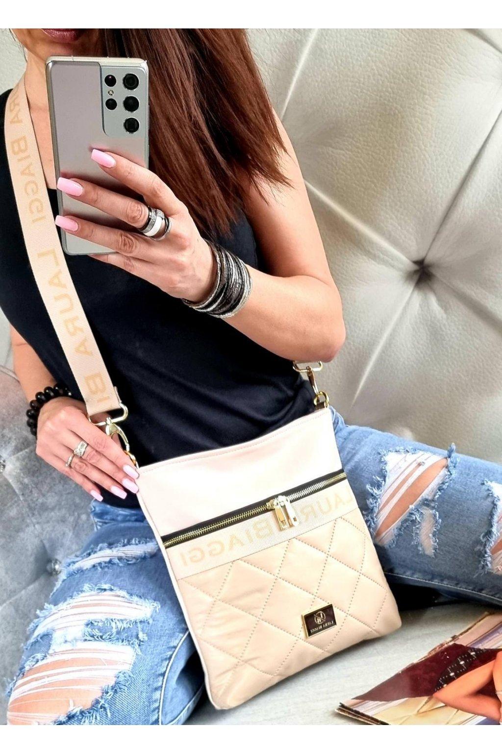 Laura Biaggi značková kabelka luxusní trendy crossbody beige béžová top design