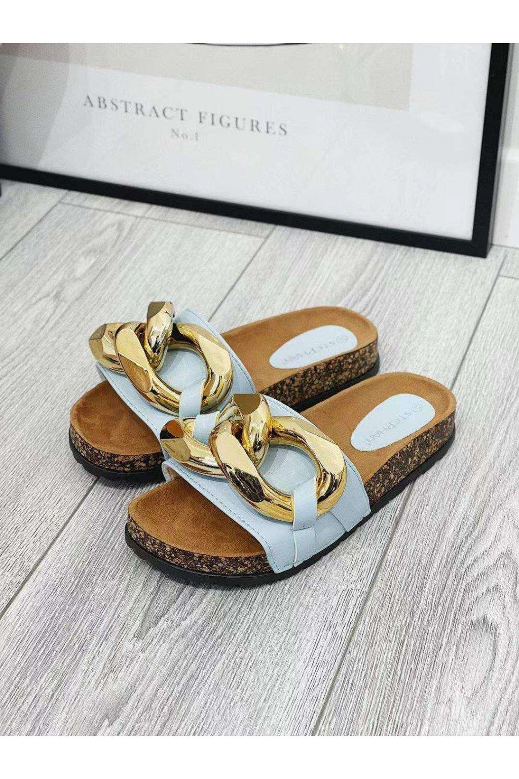 světle modré pantofle s přeskou trendy letní obuv