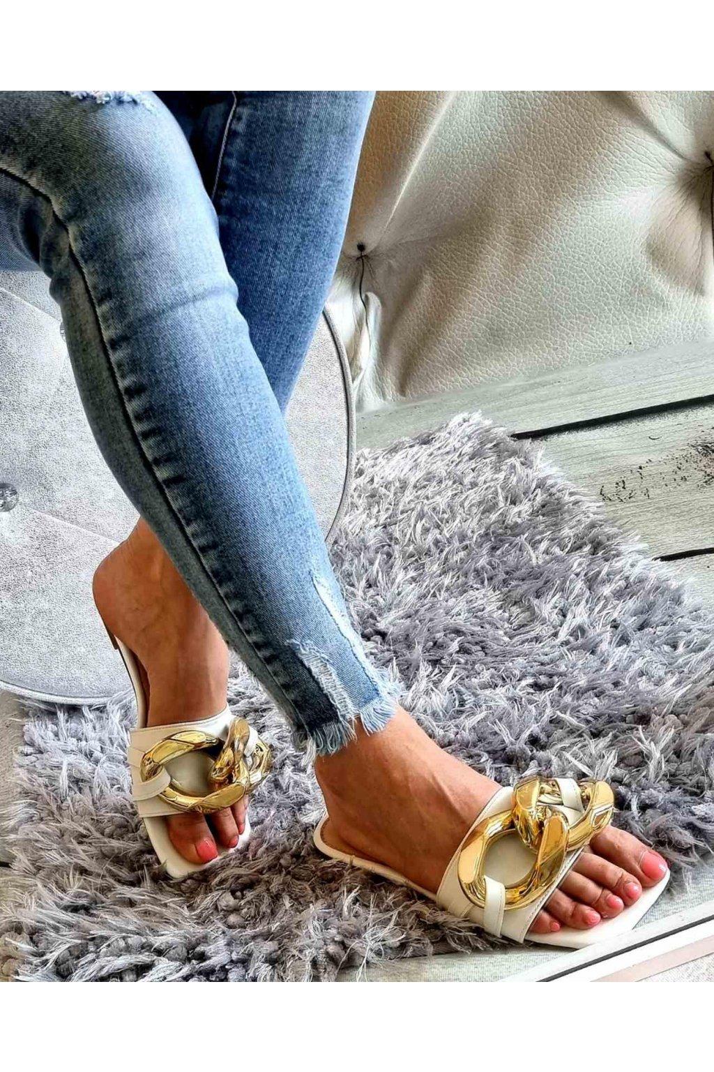pantofle bílé trendy s přeskou
