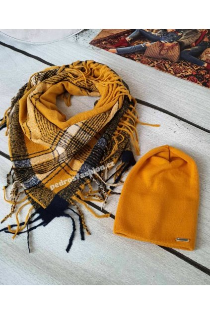 Sladěný set čepice a šátku v hořčicové barvě