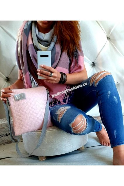 Sladěný set kabelky a šátku v růžovo šedé barvě