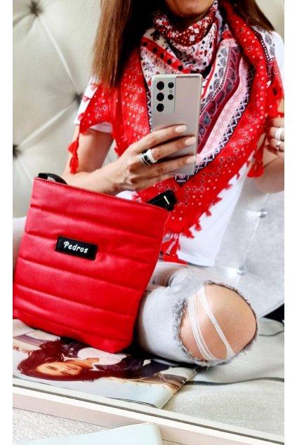 sladěný set kabelky a šátku v červené barvě do červené barvy