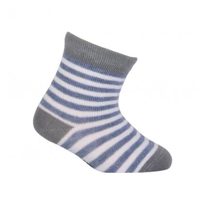 Chlapčenské vzorované ponožky WOLA PRÚŽKY biele
