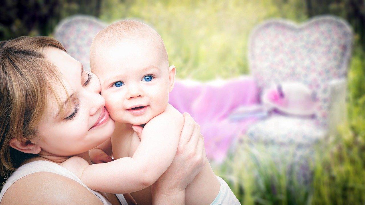 Vie vaše dieťa, že je milované? Pozrite si 9 spôsobov ako mu to povedať.