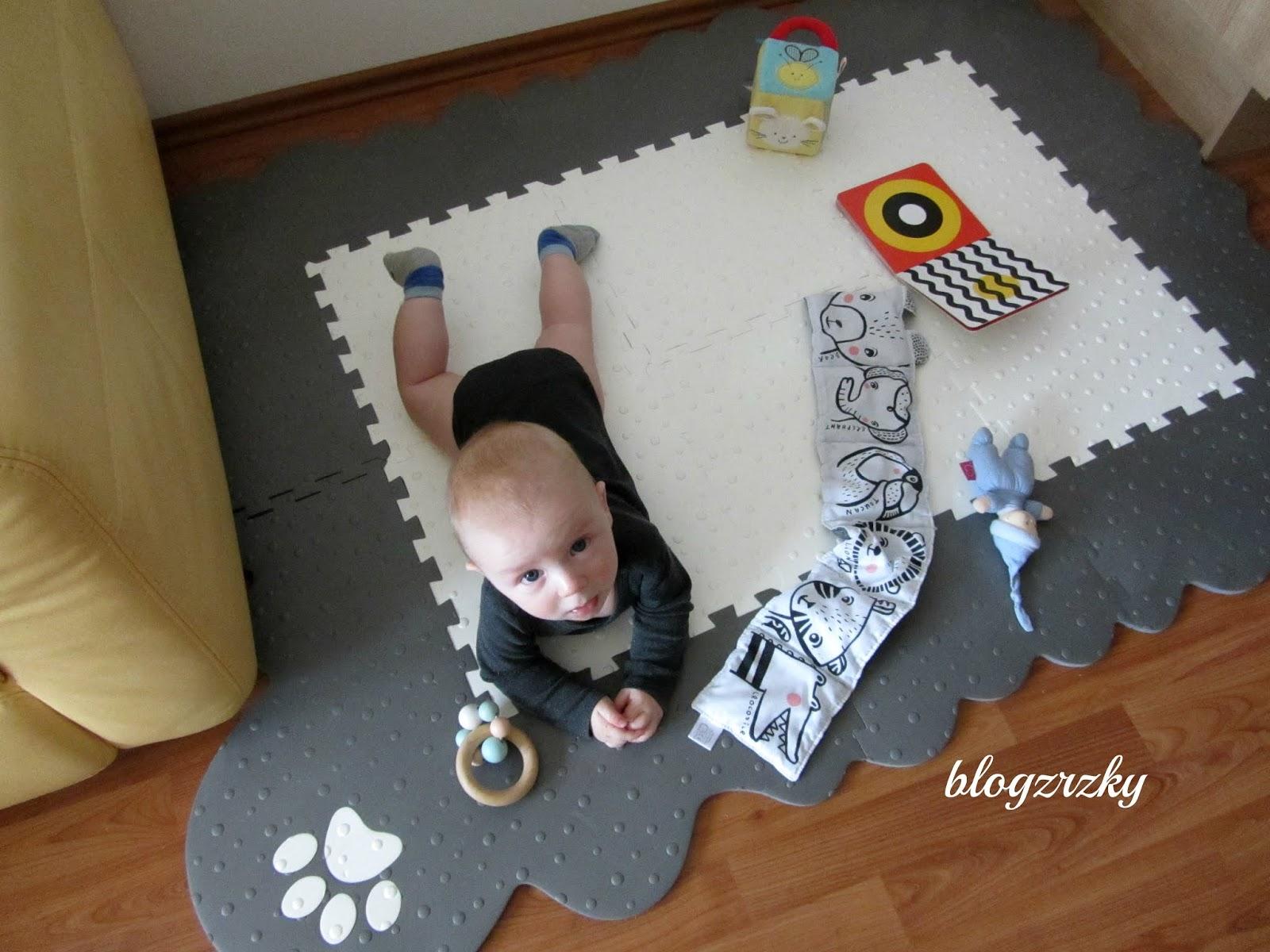 Blog Zrzky testuje puzzle podlahu Tlapka