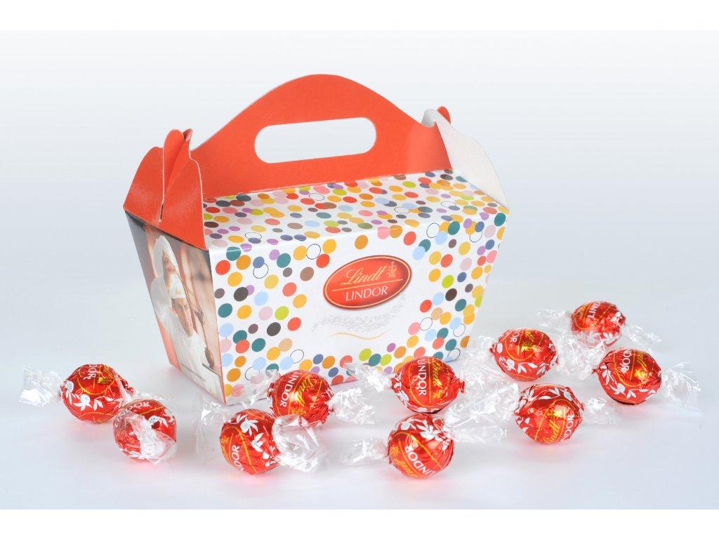 krabička s pralinkami červená pralinka