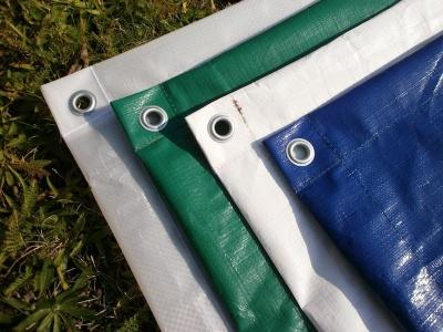 zakrývací plachty s oky