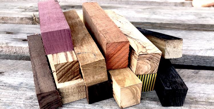 Odkud se bere dřevo pro plnicí a kuličková pera Novák