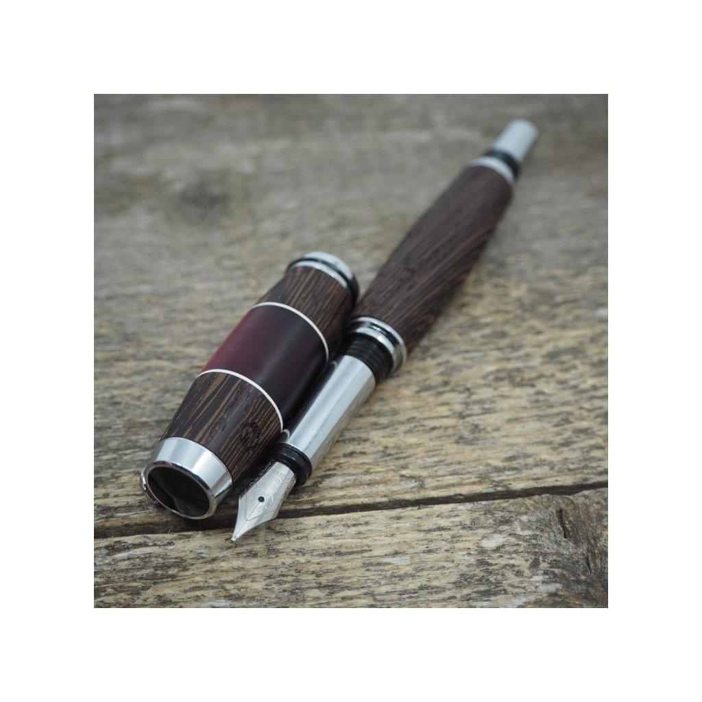 Dřevěné plnicí pero Portland S - Červený akrylový proužek - Wenge 1