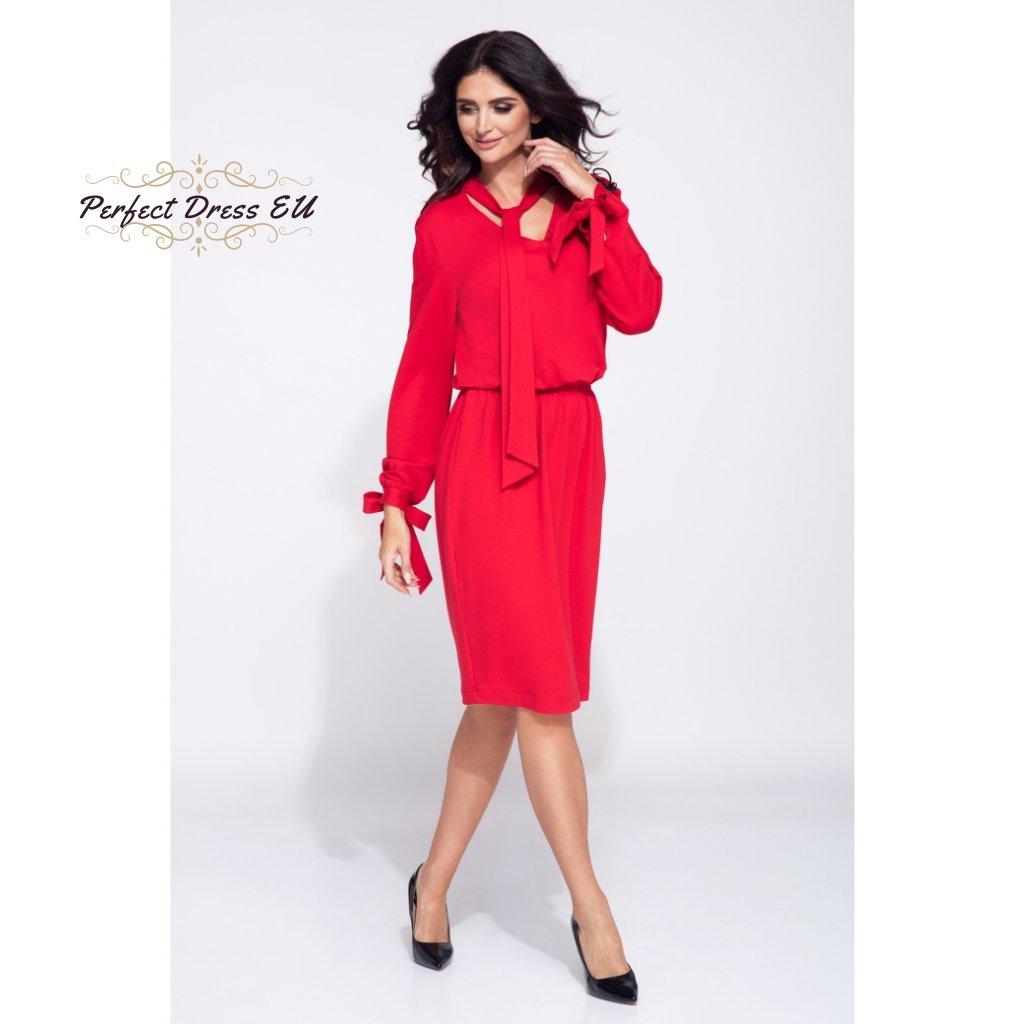 czerwona sukienka z wiazaniem przy dekolcie