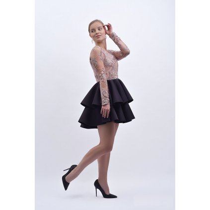 Nádherné šaty s krásnou krajkou a dlouhým rukávem