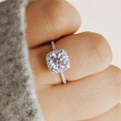Minimalistický prsten s velkým třpytivým kamenem (1)
