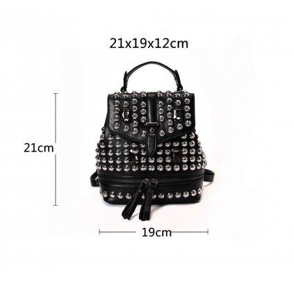 Černý batoh z umělé kůže s druky (1)