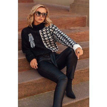 Volný dámský rolák vlněný svetr s broží a kostkovaným vzorem