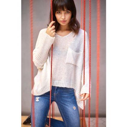 Romantický lehký UNISIZE svetr pulovr s výstřihem a kapsou BeKnitWear BK018
