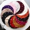 Módní zimní kašmírový baret zdobený perlami (2)