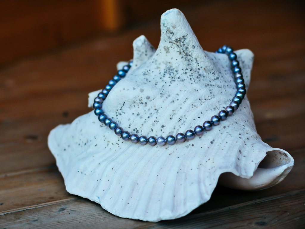 perlový náhrdelník tmavě šedý