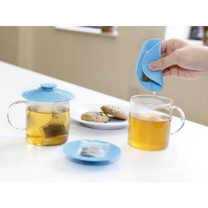 Multifunkční pomocník na čajový sáček
