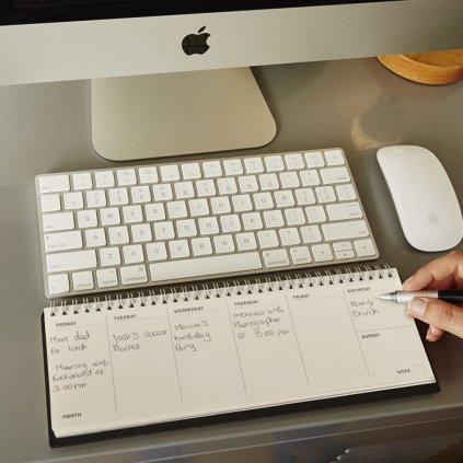 Kalendář pod klávesnici